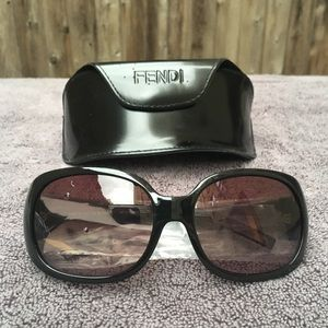 ☀️ NWT Fendi logo sunglasses 